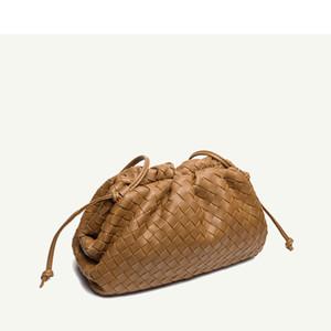 Cuero Bolsa de hombro del bolso de las mujeres tejida nubes minimalistas 2020 nuevo de la manera mini bolsos de embrague suave albóndigas Marca Diseño La bolsa de spot