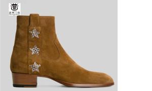 Коричневый замши Boots Высокий конец реальный кожаный ботинок Британский Стиль Мужчины Короткие звезды сапоги застегнуть 4cm пятки мужские ботинки