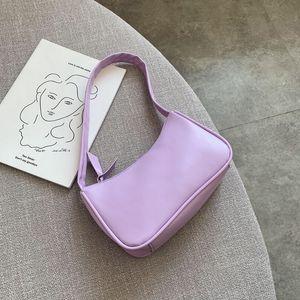 Мягкая кожа PU Женщины Фиолетовый подмышек сумка ретро Сплошной цвет дамы Багет сумки Мода Дизайн девочек Маленькие сумки на ремне