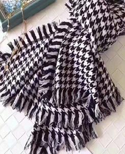 tejer la moda masculina de la bufanda de las mujeres del nuevo estilo al por mayor bufandas de algodón grueso Chales Classic Negro y cuadrados blancos de las borlas de Pañuelos Pashmina