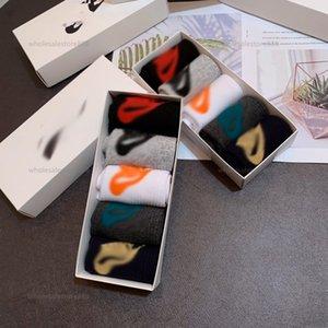 Chaussettes Mens Socks Gentleman Chaussette Formelle NOUVELLE DU COLLEUR SOLIDE SOIDE POISSON SOFT SOFT Homme et Femme Coton avec boîte-cadeau 5 couleurs en gros