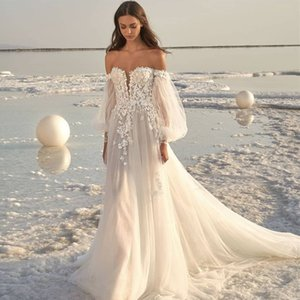 2021 Off Shoulder Beach Wedding Dresses Long Sleeve 3D Floral Appliques Ruched Bohemian Bridal Gowns Tulle Skirt Wedding Wear