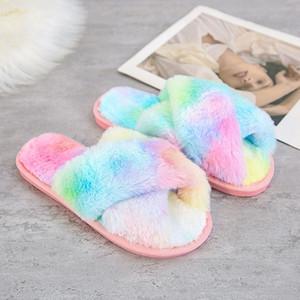 SWQZVT NOUVEAU Open Toe Femmes Pantoufles Cross Rainbow Couleurs Fourrure Chaussons Femme Chaussons Teinture Solze Sleeping Femmes Chaussures d'hiver Y201026