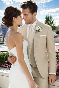 Новый сшитое Две кнопки Бежевый Groom Tuxedos Нотч Best Man Groomsmen костюмы Свадебные костюмы (куртка Жених + брюки + жилет + галстук)