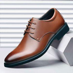 2020 New Men's Business Dress Shoes British Gentleman Style Big Yards Shoes Versatile Plaid wedding shoes