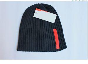 cappello di lana 2020 inverno cappelli per gli uomini e delle donne del progettista Berretti a maglia Moda Gorro Bonnet touca più tappi di calda lana spessa maschera Berrette da sci