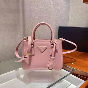 Есть диагональные сумки, разработанные дизайнерами роскоши на европейских и американских рынках. Розовые сумки сделаны в Китае