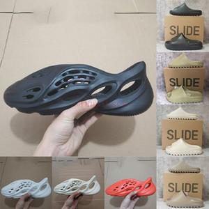 Kutu köpük koşucu sandalet dünya kahverengi üçlü siyah beyaz kum reçine erkek slaytlar moda kanye terlik adam kadınlar için ev açık loafer'lar