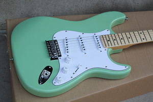 Factory Custom Green Electric Guitar с хром-аппаратным оборудованием, кленовым фрезом, пикапы SSS, белый пикер, могут быть настроены