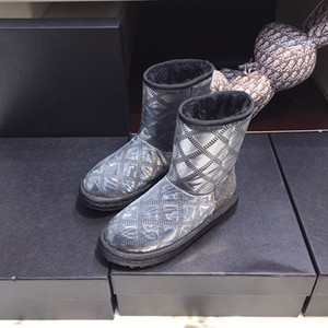 new designer Glossy snow boots warm and not bulky girl's fashionable soft boots genuine real leather ankle boots high quality
