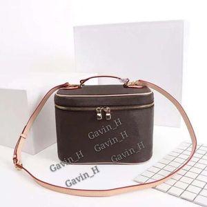 New Luxurys Professional Women Large Capacity Makeup Fashion Cosmetic Bag Storage Box Portable Make Up Suitcase designer shoulder bag