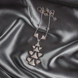 Rock-Anhänger-Halskette Frauen-Weinlese Handgemachter Schmuck AU750 Silber Diamant-Halskette