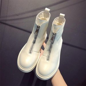 New casual shoes autumn and winter hot leather short tube Martin boots fashion trend comfortable soft wild warm women's boots