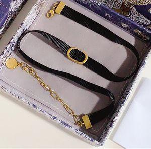 Collana di moda della lettera per regalo della donna Regalo nero della corda Necklace della collana di alta qualità Collana di ottone di alta qualità Fornitura dei monili della vendita calda