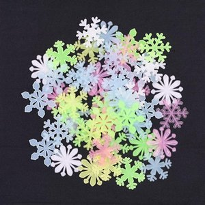 50pcs 3cm Christmas Snowflake Luminous Wall Stickers 3D Fluorescent Glow In The Dark Snowflake Kids Baby Room Home Navidad Decor