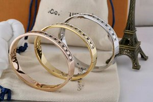 2020 Hot luxury Classic letter bracelet titanium steel bracelet with box free shipping can be wholesale