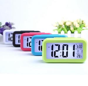 스마트 센서 야간광 디지털 알람 시계 온도 온도계 캘린더, 자동 책상 테이블 시계 침대 옆 여긴 일어나는 snooze w82