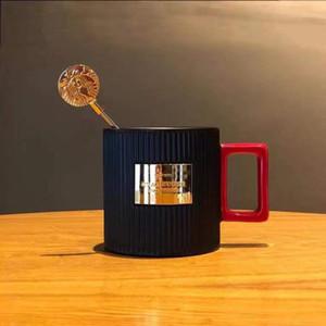 The Newly Design 310ml Starbucks Cup Tazas de cerámica de lujo Taza de café con los productos de regalo de aniversario de la cuchara de Starbucks con el cuadro de paquete gratis shi