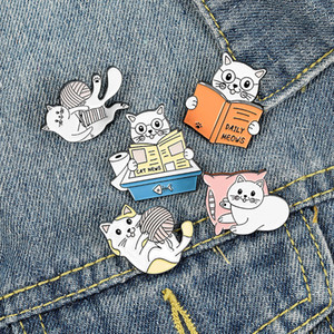 20pcs / lot europe mignon chat lecture broches kittens filetage ball biliers dessin animé émail alliage badge unisexe accessoires en gros