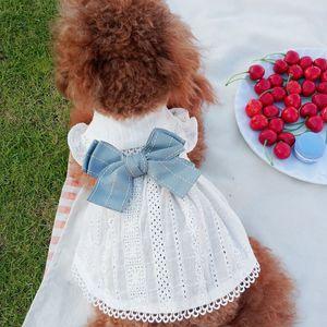 كلب الملابس الدانتيل الأبيض مش قلب نمط أكمام صغير الكلب اللباس القوس عقدة البراعم الحيوانات الأليفة والملابس لحفل زفاف