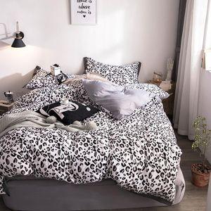 Black Leopard Print Bedging Sets Sets Kids Взрослые Пододеятельная Крышка Крышка Кровать Листовая Наволочка Королева Кинг Постельное белье Установите модные постельное белье1