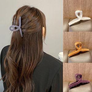Woman Solid Hair Claws Winter Velvet Hairpins Girls Hair Clips Women Hair Accessories Barrettes Ornamets