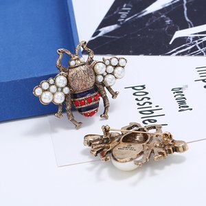 Wholesale Vintage Rhinestone Brooches Lovely Bees Pins With Pearl Pins Accessories For Clothes New Brooches For Christmas Gift