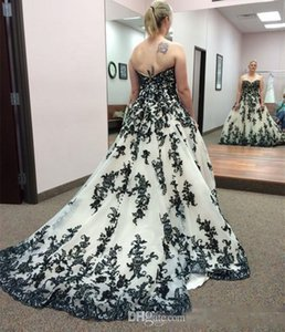 Vintage Gothic Black and White Wedding Dresses 2020 Plus Size Strapless Sweep Train Corset Country Western Cowgirl Wedding Gown 88