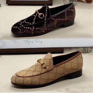 Klasik Kadın Rahat Ayakkabılar 100% Otantik Inek Derisi Metal Toka Bayanlar Deri Mektubu Düz Ayakkabı Katır Princetown Erkekler Trample Tembel Elbise Ayakkabı Büyük Boy 35-41-42-45-46