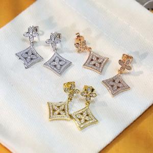 Europa américa estilo senhora mulheres titânio aço borlas oco out v Iniciais Setting Diamond Quadrado Quatro Leaf Flower Brincos 3 Cor