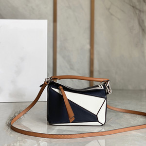 Navy style and color shoulder bag The theme is nautical style 38750 Adopt the texture soft calfskin multi-color splicing Hand carry worn
