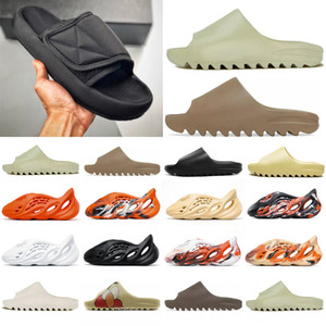 2021 Corredor de Espuma Kanye West Clog Sandal Triplo Black Slide Slipper Mulheres Mens Tainers Osso 450 Designer Sandálias de Beach Slip-on Shoes # 988