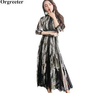 Orgreeter высокого класса пользовательской Женщина платье партии 2020 Весна нового цветок вышивка черных Чистого двор Кружево Лоскутное Тонкое платье