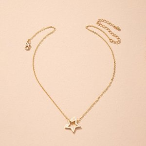 Simple gold star short chain pendant necklace for women