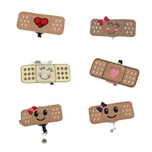 Infirmière 50PCS Multi styles Mignon Bandaid Sourire Face Medical Pin médecin / Infirmière Accessoires Rétractable Badge ID Badge Bobine