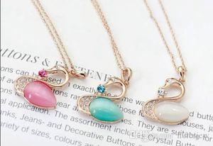 Schwan Halsketten arbeiten Frauen Opal Swan Anhänger Halskette Strickjacke-Kette Schmuck Weihnachtsgeschenk Opal elegante Vogel-Halskette