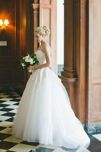 Sweetheart A Line Wedding Dresses with Peplum Sexy Backless Bride Wedding Gowns Applique Long Sweep Tulle Rode De Maigge