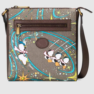 Classic Hot Women Bage Bags Mens Милая настоящая кожа Люкс Дизайнеры Сумка Messenger Сумка Человек Сумка Crossbody Размер 21 * 23 * 4см Сумки Кошельки