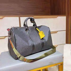 Дизайнеры Duffel Bag 45см Роскошные Большие возможности Продажа проездной Продажа Высококачественные Женщины Мужчины Натуральная Кожаная Кожаные Модные Сумки Носит заклепки с замком