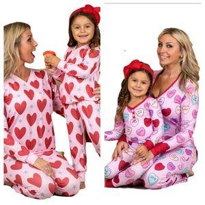 Валентина Pajamas наборы родительские детские одежда сердца напечатанные футболки топы на головных штаны двух частей костюм для детей взрослых девушек домашняя одежда G10801