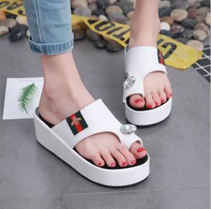 2020 summer new female leisure sandals slipper rhinestones thick bottom beach slippers Bee decoration Women's Sandals X1020