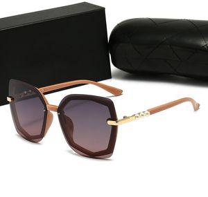 2021 Yeni Moda Kadın Güneş Gözlüğü Kare Çerçeve Gözlük En Kaliteli Inci Takı UV Koruma Gözlük Popüler Avant-Garde Stil