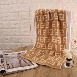 2020 F Lettre serviette de coton comprimé Rectangle Accueil Serviette de bain Visage cheveux Bain Designer serviette nouveau