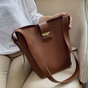 حقائب الكتف بلون بو الجلود دلو للنساء 2021 جودة فاخرة حقيبة crossbody أنثى رسول حقائب ومحافظ