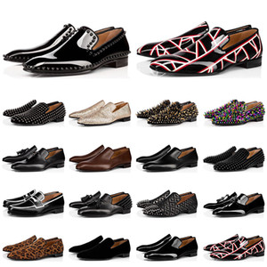 2020 red bottoms shoes Chaud designer de mode mens chaussures mocassins spike noir rouge en cuir verni Slip On Dress Robe de mariage Bottoms Shoe for Business Party