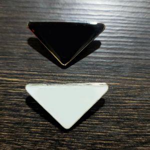 Metal Triângulo Carta Broche Mulheres Menina Triângulo Brooch Fato Pino Branco Moda Preto Acessórios De Jóias