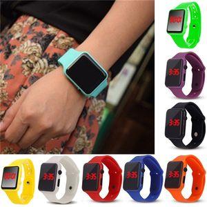 Crianças Eletrônicos LED Watch Designer Relógio Unisex LED Luz Relógio Homens Mulheres WristWatch Slicone Quartz Relógios 12Color E121406