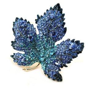 Winter Forest Ispirazione full pavé di cristallo blu canadese Maple Leaf Pendant Pins spiedo per le donne del cappotto del maglione del capo del mantello del vestito 201009