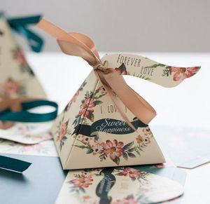 50 Pcs candy paper box Triangular Pyramid Floral Garland Wedding Favors Candy Boxes Bomboniera Party Gift Box Ribbons Tags