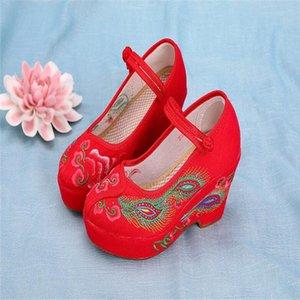 Chaussures rouges Ethnic Retro Talon brodé Toile Toile 8cm Haute Super Shoes Chaussures Simple Femme 2020 Fwaat